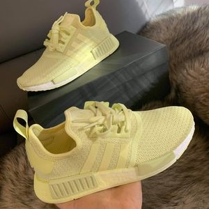 ❤ ADIDAS NMD_R1 YELLOW TINT OMBRÉ shoes